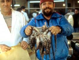 Dia sh 022 Fischmarkt Alghero 1990