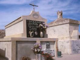 Dia 01-3022 Friedhof Isola Tavolara