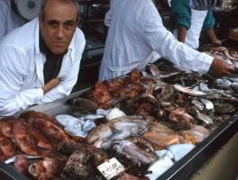 Dia 01-2039 Fischmarkt Alghero 1990