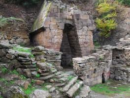 Okt 2012 0932 Brunnentempel Su Tempiesu